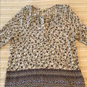Light and airy 3/4 sleeve tunic style blouse